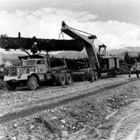 Heel boom loading logs